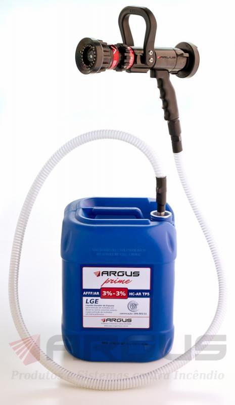 Líquido gerador de espuma de combate a incêndio